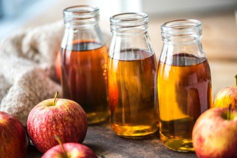 apple-juice-apples-beverage-1549045.jpg