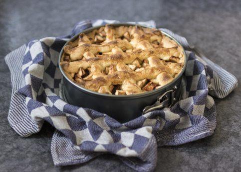 apple-pie-bake-baking-236749.jpg