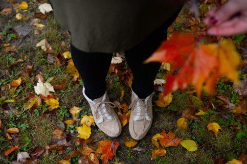 black-leggings-boots-cold-1567698.jpg